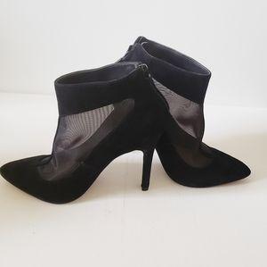 POUR LA VICTOIRE black suede heels size  6